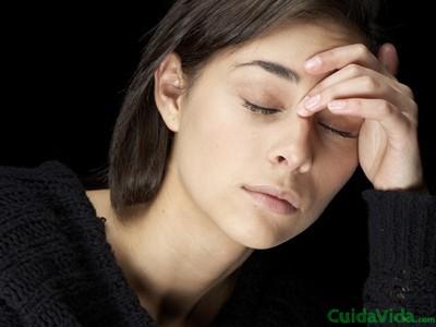 El cansancio frecuente es uno de los síntomas de falta de vitamina C
