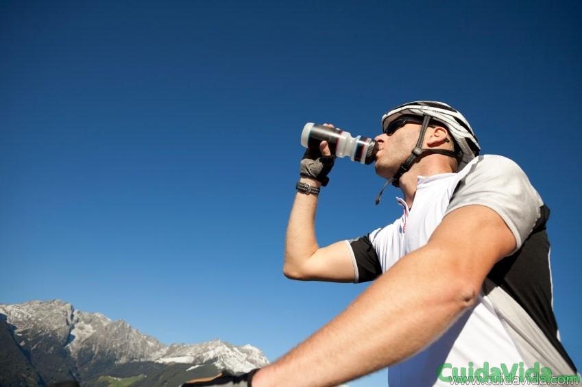 La hidratación es crucial durante del deporte