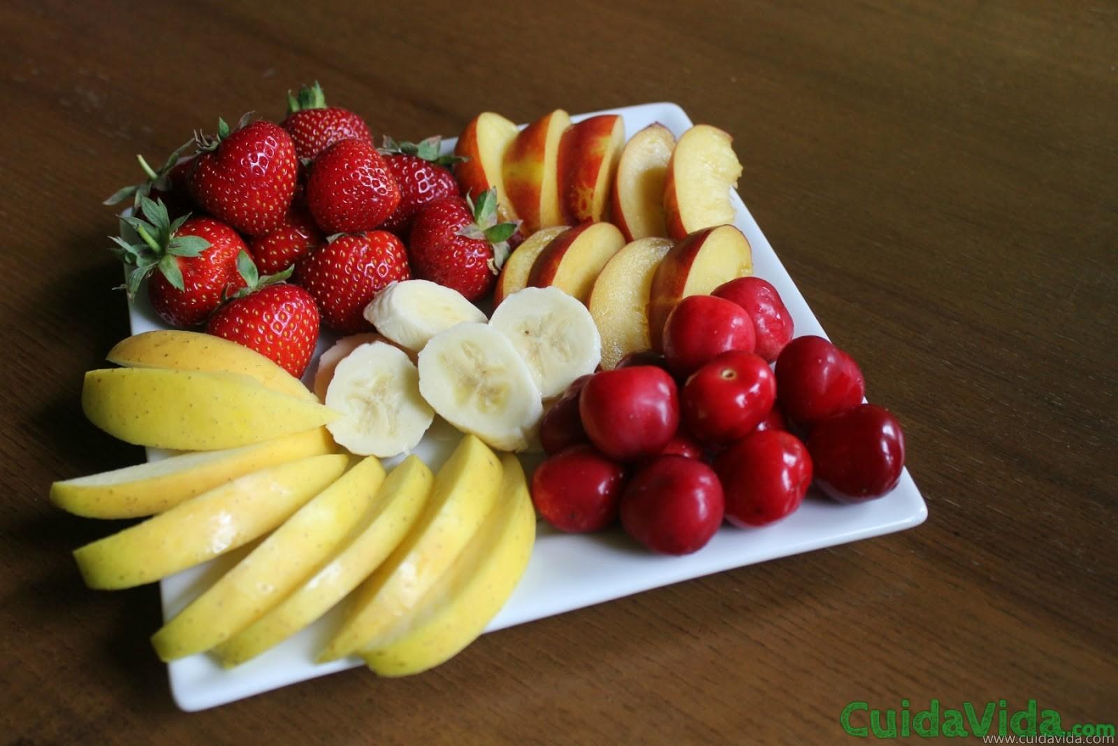 Las manzanas y las fresas, las frutas que mantienen la piel bonita