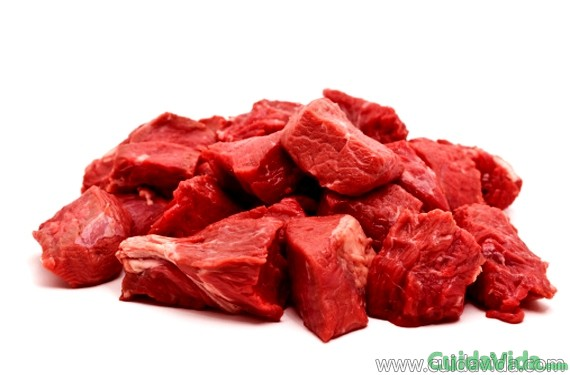 La carne roja, junto con otros alimentos, aporta hierro al organismo