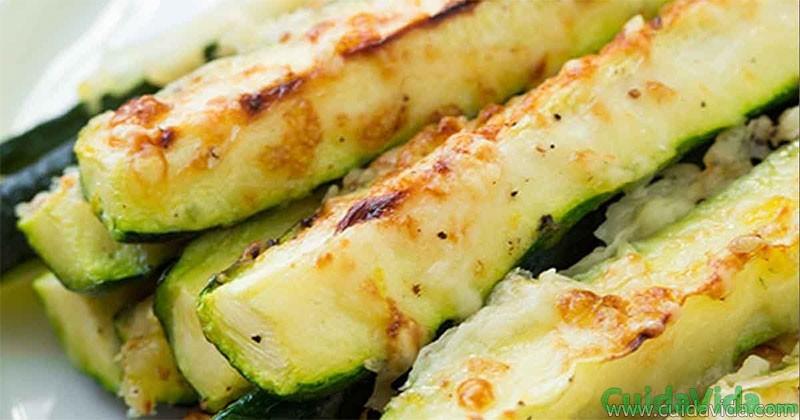 Receta alternativa a patatas fritas tiras de calabacín