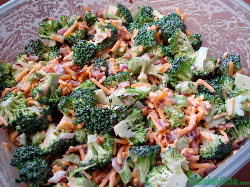 Ensalada fresca de brócoli y coliflor