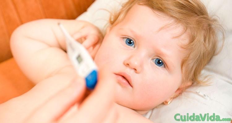 Cómo bajar la fiebre a tu bebé