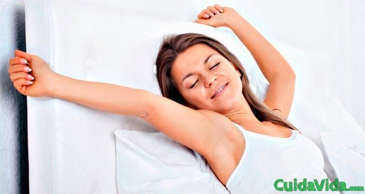 Cómo combatir el insomnio mujer despierta dormir