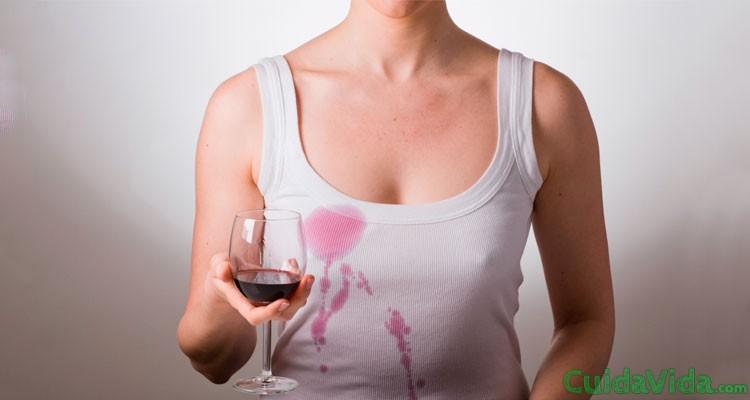 Cómo quitar las manchas de vino tinto con leche