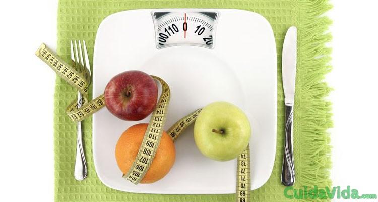 dieta disociada bascula fruta comida